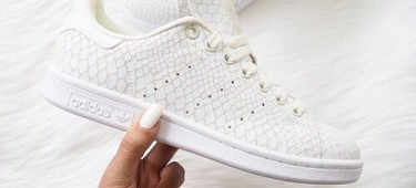 How-To Rock the White Sneaker Trend – with every outfit!