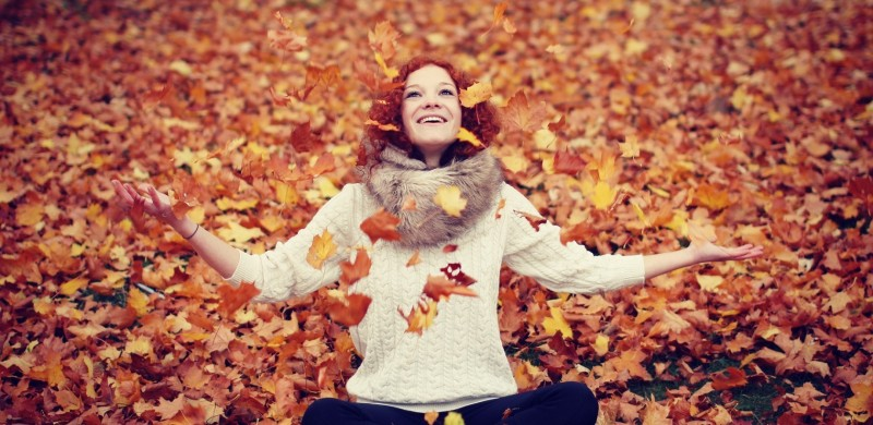 open-arms-happiness-leaves-fall-nature-mood-girl-smiling