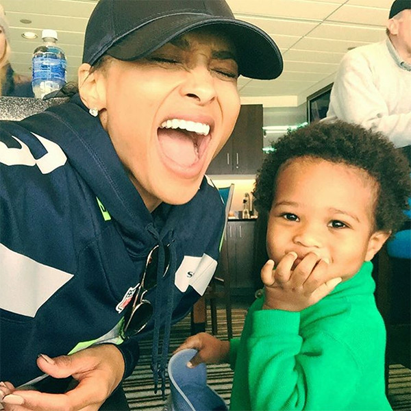 rs_600x600-160119045949-600-ciara-baby-future-seattle-seahawks-11916